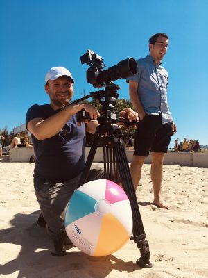 """<span class=""""Filmbarát Stúdió"""" title=""""Vállalkozásunk professzionális filmkészítéssel foglalkozik, látásmódunknak és kreativitásunknak köszönhetően filmjeink sajátos képi világgal rendelkeznek."""">Filmbarát Stúdió</span>"""