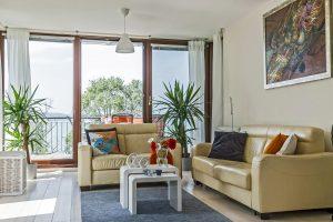 """<span class=""""Panoramic Art Apartment in Balatonlelle"""" title=""""Panorámás, közvetlenül a Balaton-parton, a szabad strand mellett található apartmanunk április elejétől október végéig kiadó legfeljebb 5 fő részére."""">Panoramic Art Apartment in Balatonlelle</span>"""
