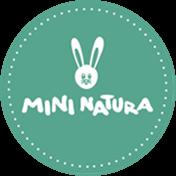 """<span class=""""Mini Natura"""" title=""""Organikus pamutból készült gyerek és felnőtt ruhák, különleges mintával és színvilággal. Textil babák, fa játékok és a Zengőkert Kiadó szépséges könyvei.""""</span>Mini Natura<span class=""""badge"""" title=""""A vállalkozás részt vesz a Waldorf Kedvezmény Programban""""><img style=""""vertical-align:baseline; height:16px;"""" src=""""https://biz.waldorf.hu/wp-content/uploads/kedvezmeny.jpg""""></span>"""